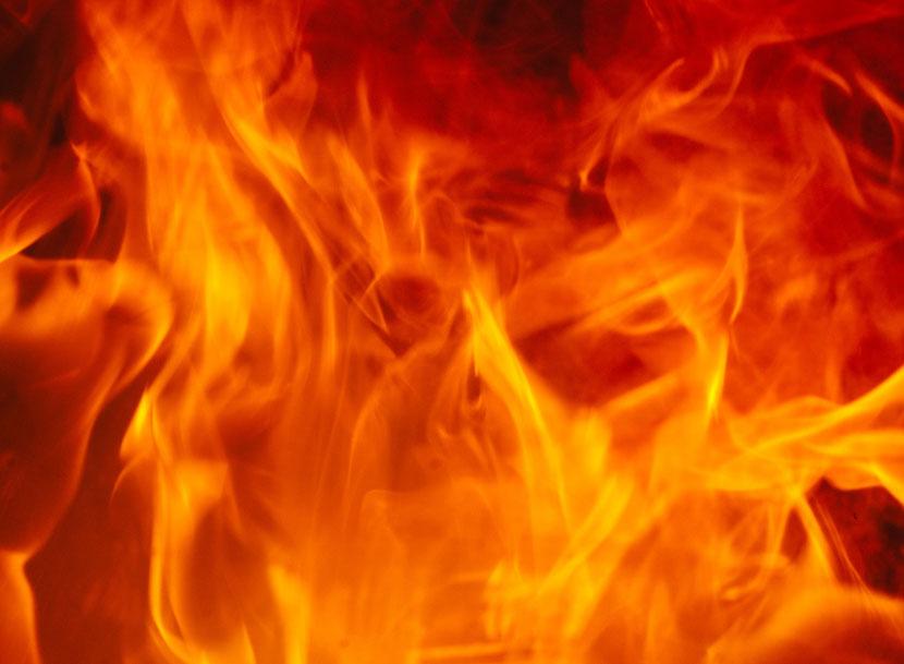 В квартирном пожаре в Нарве погиб человек. Вероятно, стал жертвой курения