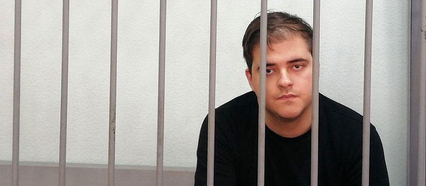 ВИДЕО: Полиция РФ задержала живущего в Эстонии активиста по подозрению в покупке наркотиков и он признался