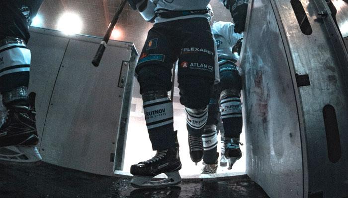 Находящегося в бегах бывшего нарвского хоккеиста Интерпол задержал в Ленобласти. В нарвской спортшколе не догадываются, кто бы это мог быть