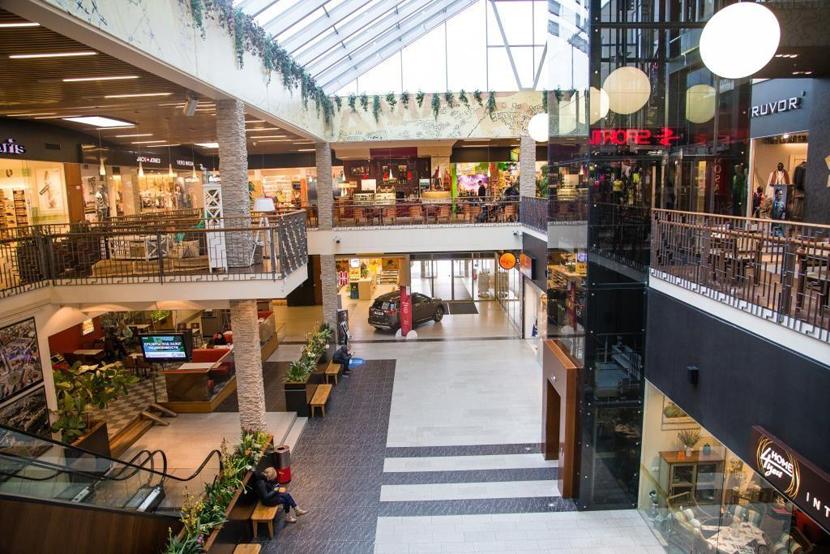 Нарвские торговые центры Astri и Fama сокращают часы работы
