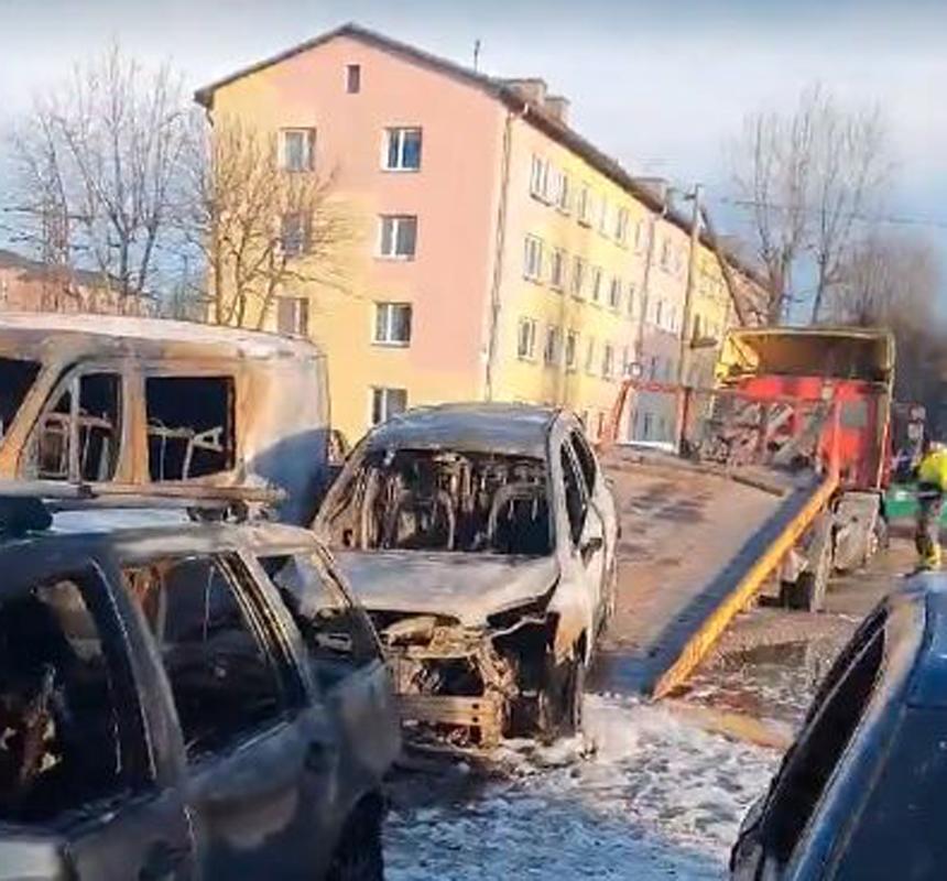 ВИДЕО И ФОТО: Полиция ищет свидетелей для установления поджигателей автомобилей в Нарве