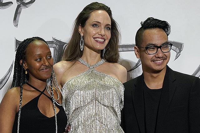 Анджелина Джоли рассказала о возвращении сына Мэддокса домой из Южной Кореи в разгар эпидемии коронавируса