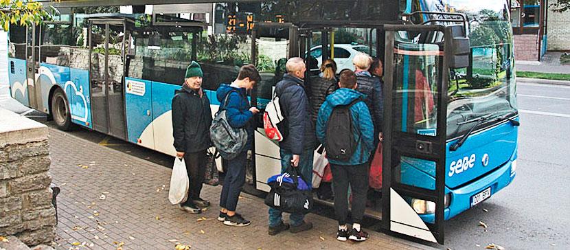 Читательница: автобус до Нарва-Йыэсуу переполнен - о соблюдении правила 2+2 нет и речи. Куда смотрит полиция? Комментарий полиции