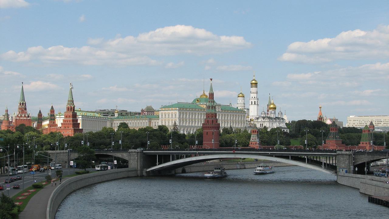 За последние сутки количество инфицированных COVID-19 в России впервые увеличилось более чем на 2 тыс. человек