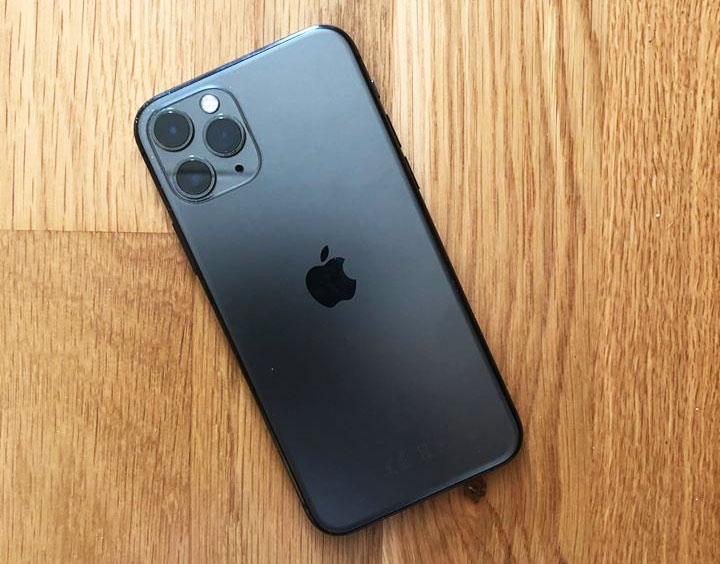 Нарвитянка, покупая iPhonе по объявлению в Латвии, перевела 500 евро, оставшись в итоге и без телефона, и без денег
