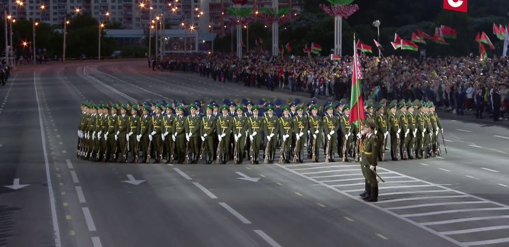 """Лукашенко решил не отменять в Белоруссии парад на 9 мая. """"Мы не можем отменить парад. Просто не можем"""""""