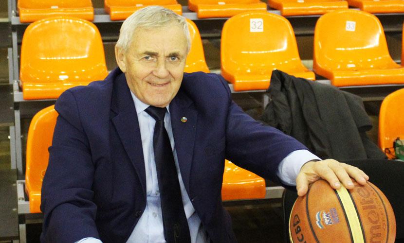 Входил в десятку лучших арбитров по баскетболу в СССР и судил чемпионат Ливана. Нарвитянину Павлу Антонову исполнилось 75