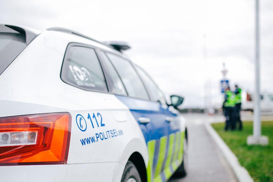 Пропавшего мужчину нарвская полиция нашла через сутки в плохом состоянии лежащим на земле недалеко от его дачи