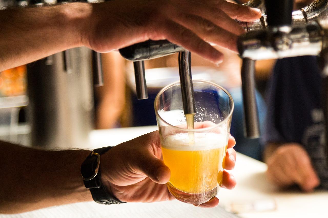 Правительство разрешило! C 1 июня эстонские бары могут продавать алкоголь и после 22.00