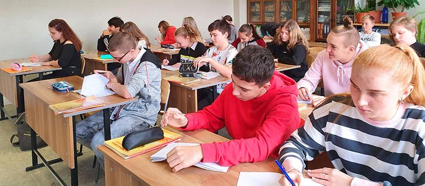 День учителя начинается с вечера: нарвские педагоги рассказали, почему дорожат своей работой