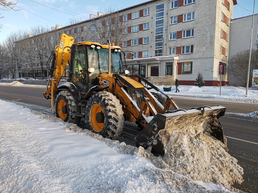 Тщательной уборке снега мешают припаркованные машины