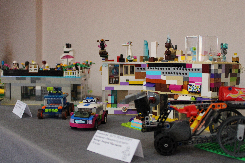 В Нарвском Языковом лицее прошел международный день LEGO