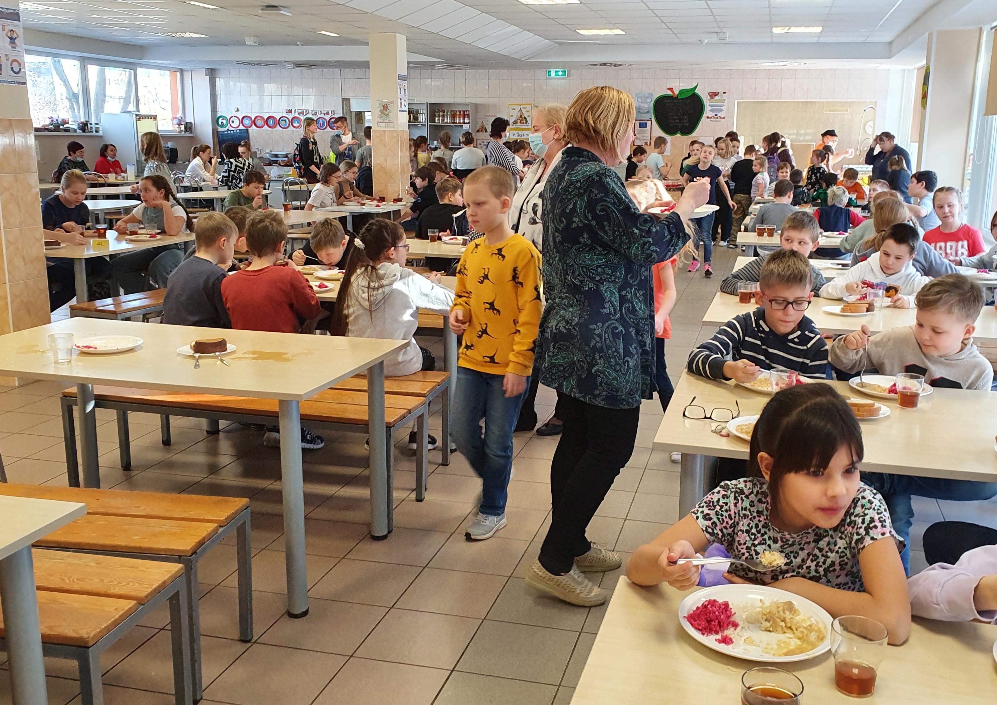 Школьное питание по-новому: директора нарвских школ займутся организацией конкурсов