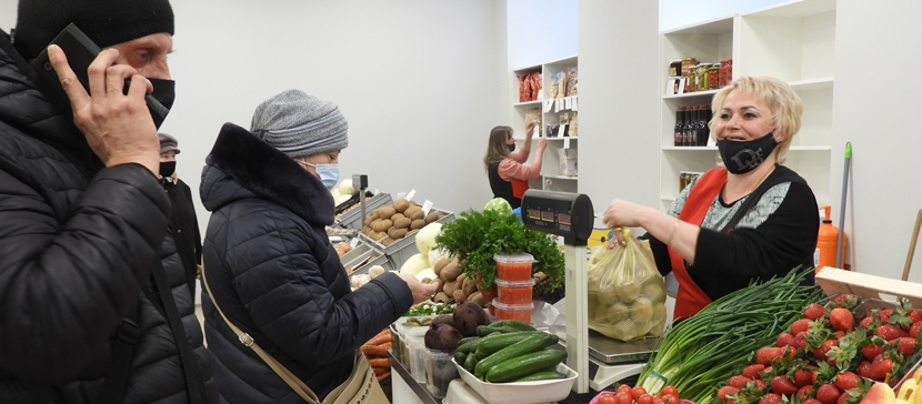 Дополнено: В Нарве открылся продуктовый рынок