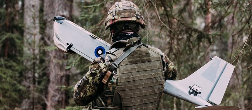 Фото и видео: военнослужащие  учатся летать на дронах-разведчиках