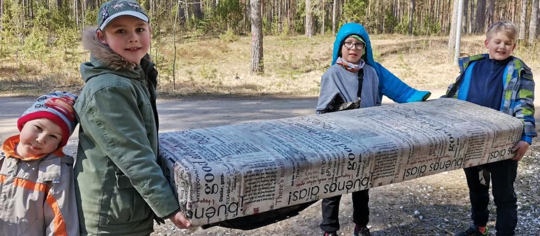 Субботник в лесу Нарва-Йыэсуу: остатки пикников и медицинские маски