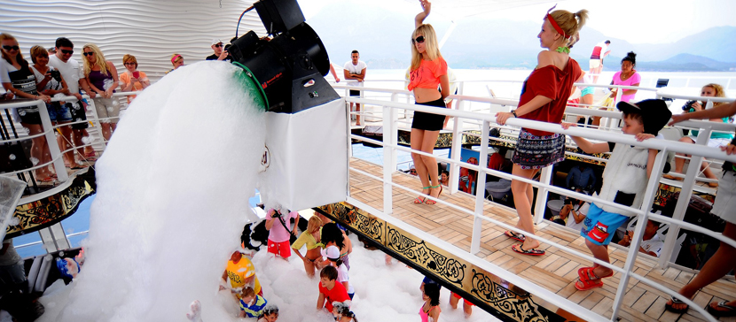 Отель в Турции закрыли из-за вечеринки украинских туристов