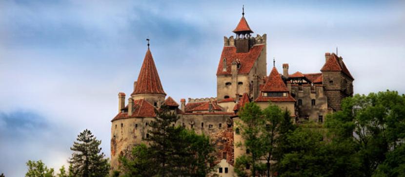 В замке Дракулы открылся пункт вакцинации от ковида