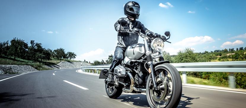 Притворявшегося слепым мошенника задержали за рулем мотоцикла